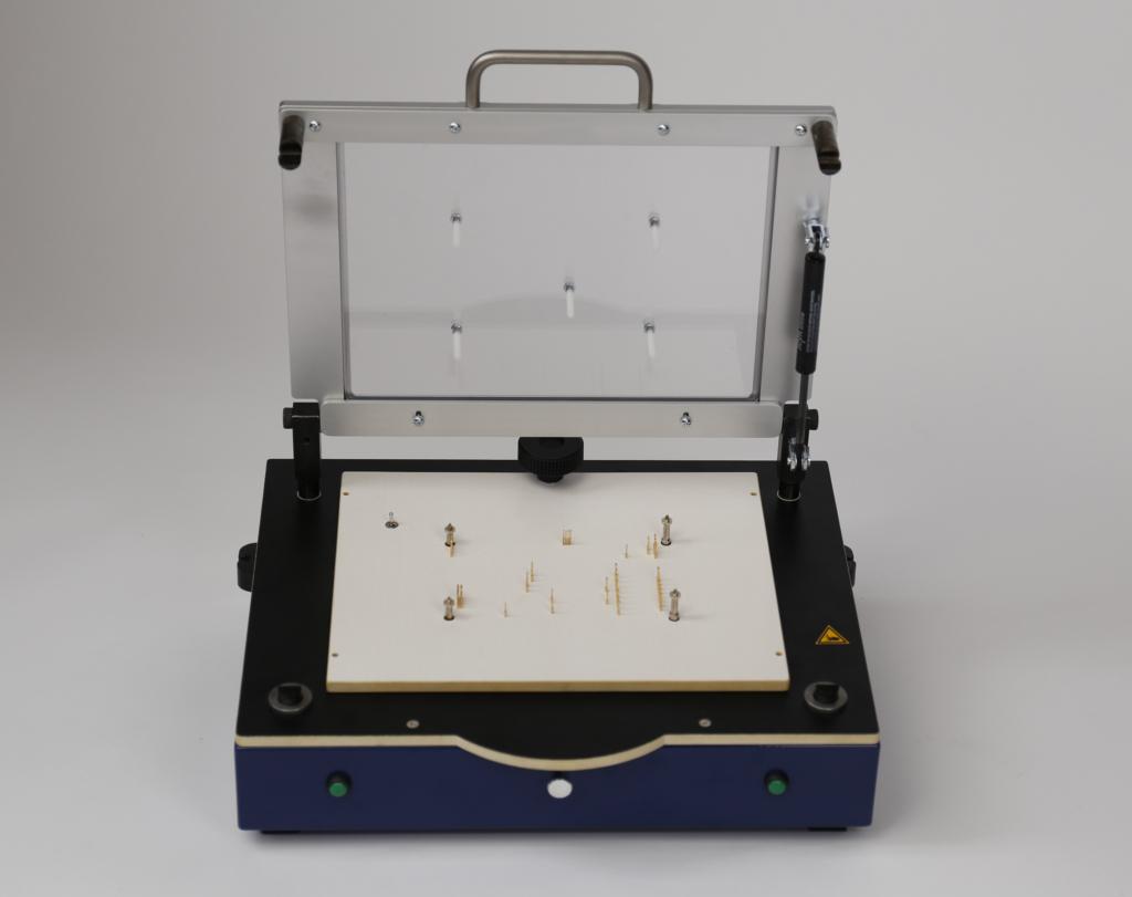 PA450-PN: Pneumatischer Prüfadapter/Testadapter Frontansicht offen