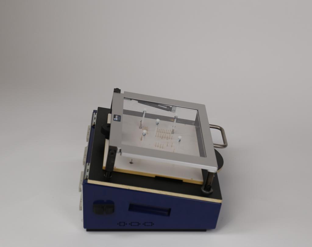 PA450-PN: Pneumatischer Prüfadapter/Testadapter Seitenansicht geschlossen