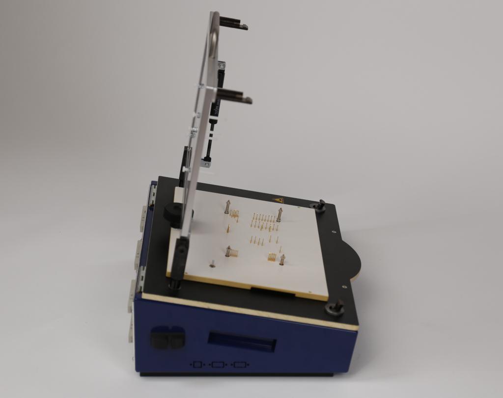PA450-PN: Pneumatischer Prüfadapter/Testadapter Seitenansicht offen