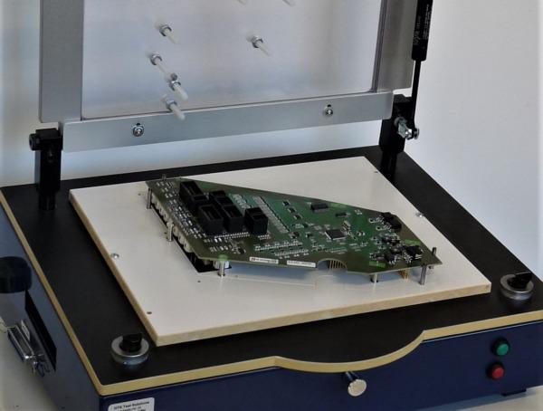 Leiterplatte (PCB) kurz vor einem Funktionstest